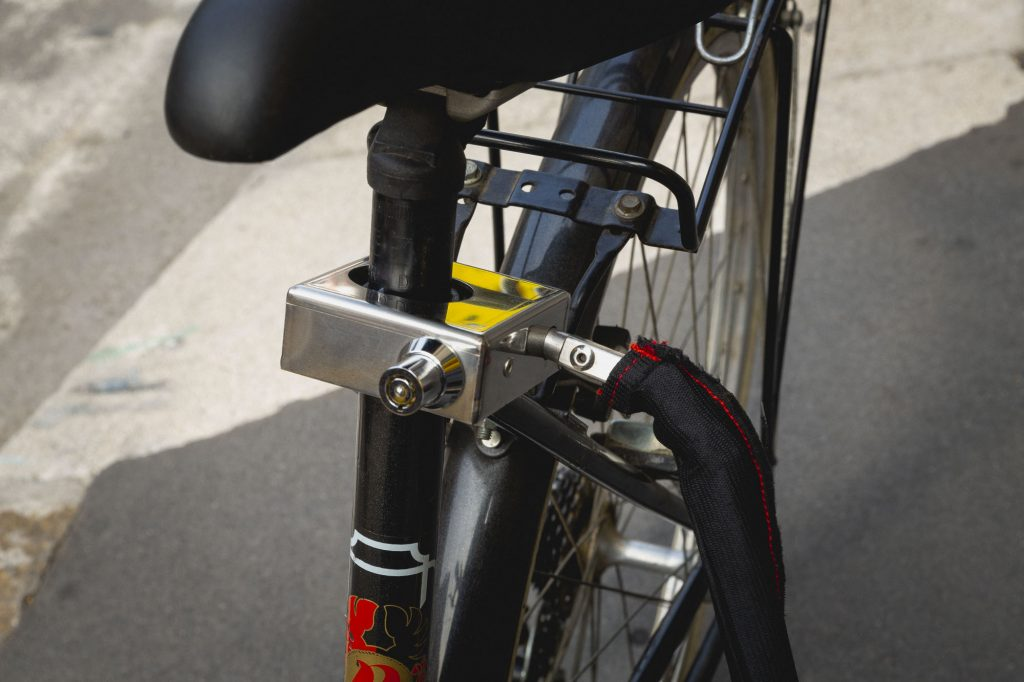 passaggi-uso-antifurto-bicicletta-genial-grip3-1024x682